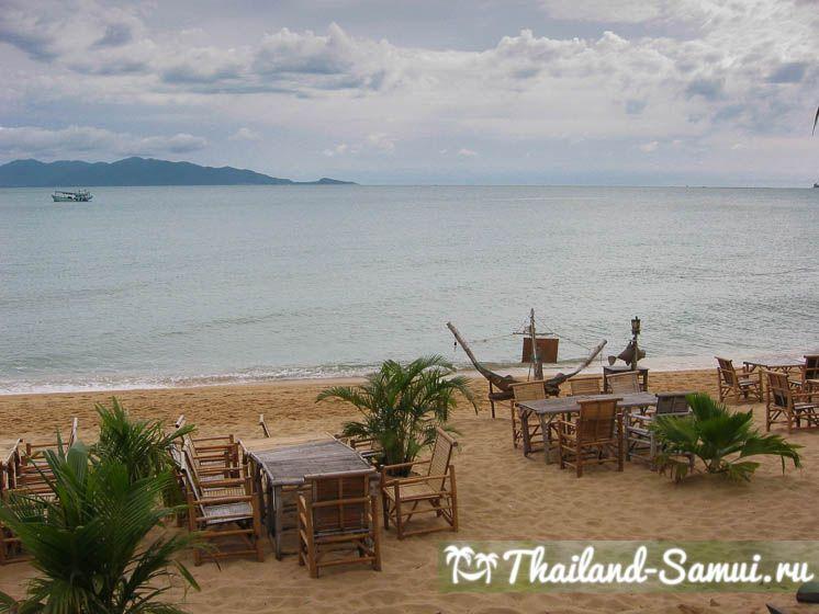 Пляж Маенам на Самуи: вид из кафе на остров Панган