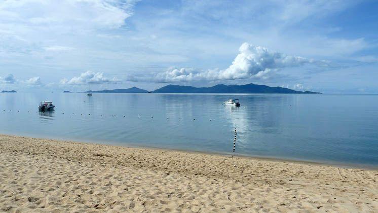 Остров Панган закрывает горизонт пляжа Бопхут