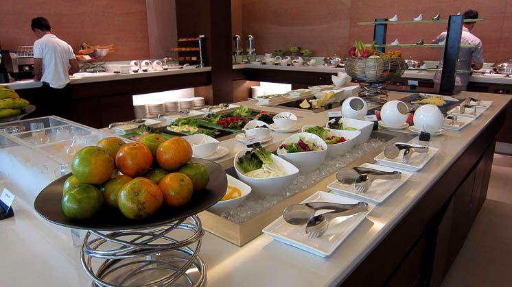 Завтрак в отеле OZO Чавенг Самуи