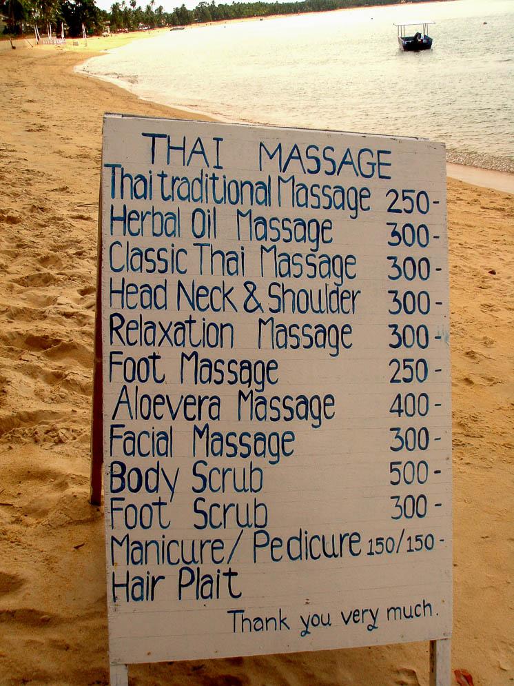 Табличка с ценами на массаж на пляже Самуи